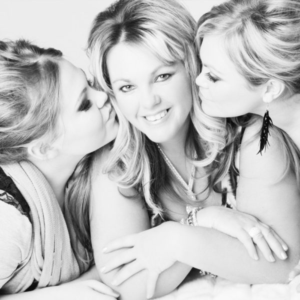 mother-two-daughters-3-full-makeovers-for-the-price-of-2-p20-149_zoom